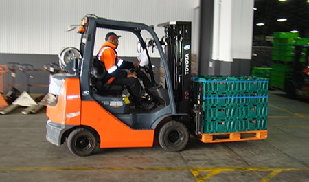 forklift-with-crate-ulti-group-safety-10.30.2015